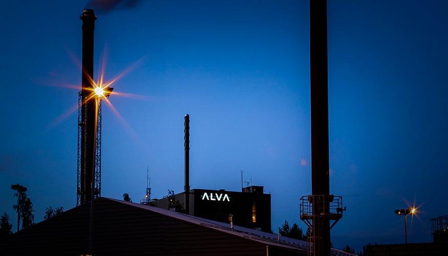 Grano toteutti 10 metriä korkean valomainoksen voimalaitoksen seinään.