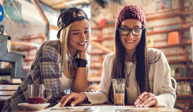 5 syytä, miksi asiakas- tai järjestölehti on juuri nyt vaikuttava viestintäkanava