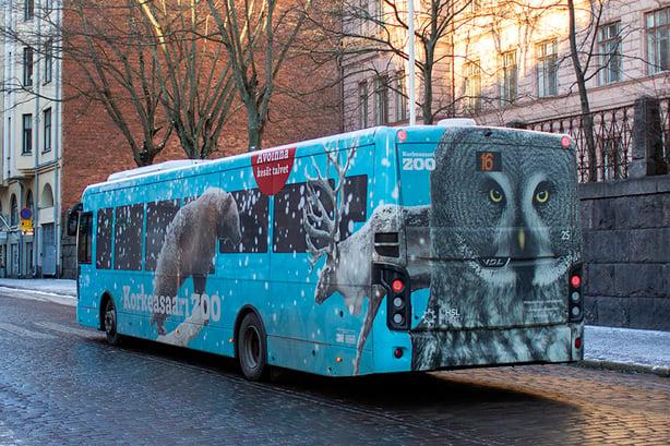 Korkeasaareen liikennöivä bussi 16 sai ympäristöystävällisemmät teipit ja eläimellisen ilmeen